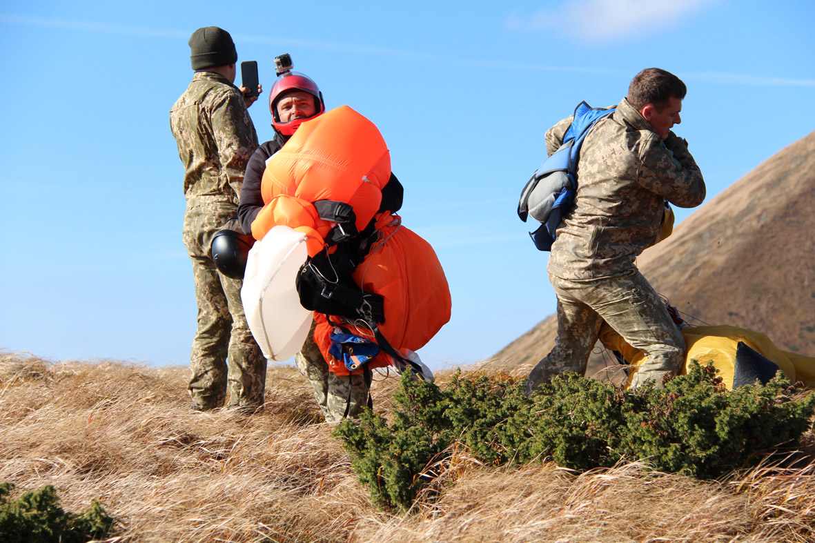 Дебютний стрибок із парашутом на Говерлу