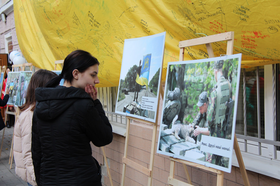 Більше 150 школярів відвідади Львівський центр надання послуг учасникам бойових дій та подякували своїм захисникам