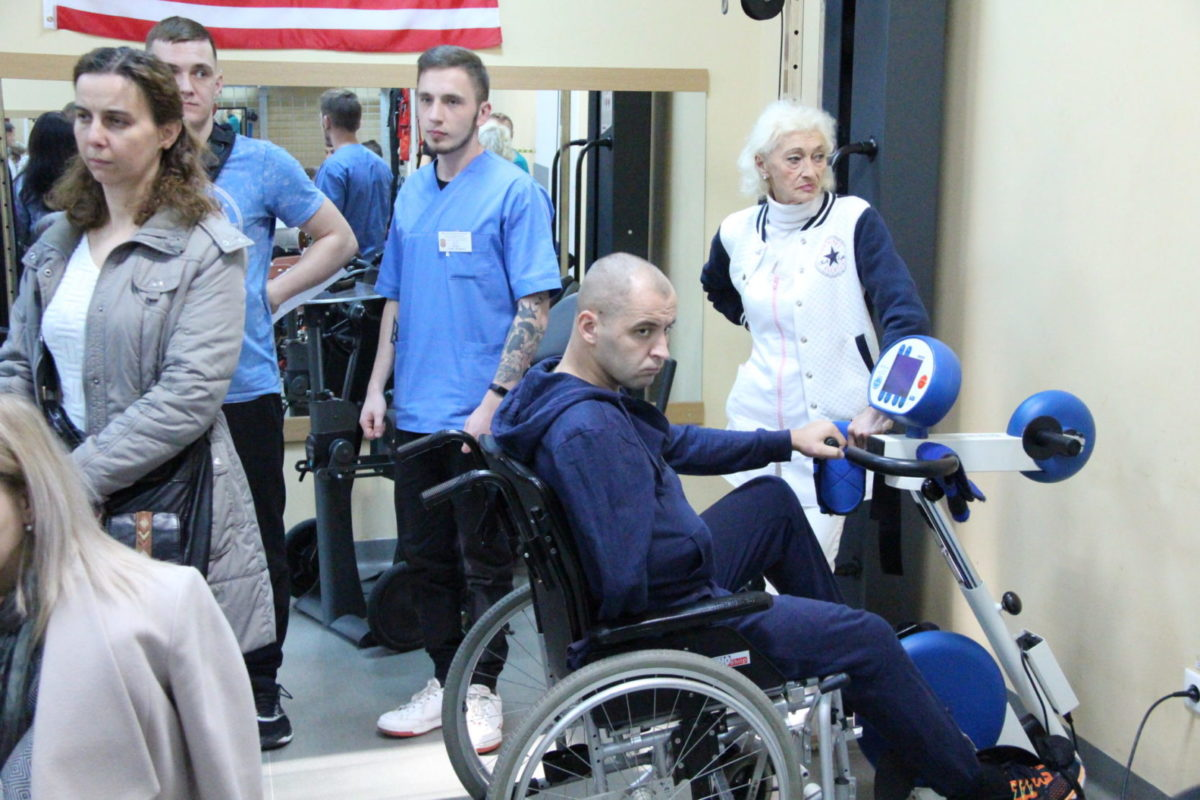 Українські й американські військові лікарі-реабілітологи діляться досвідом на базі львівського госпіталю