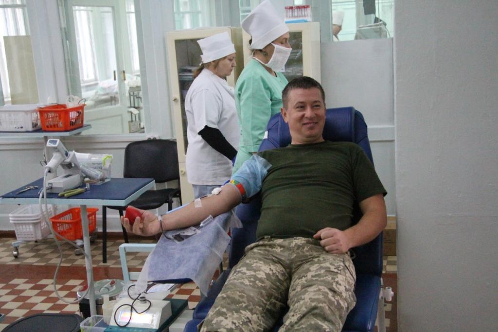 Рівненські військовослужбовці долучилися до флешмобу «Брати по крові»