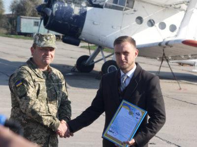 Волонтер подарував морським авіаторам літак