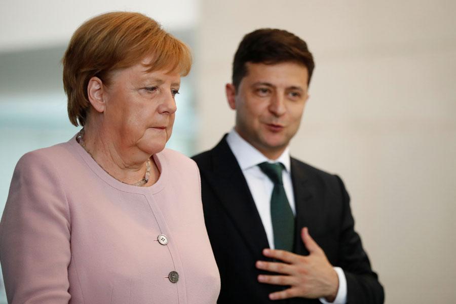 Володимир Зеленський провів телефонну розмову з Ангелою Меркель