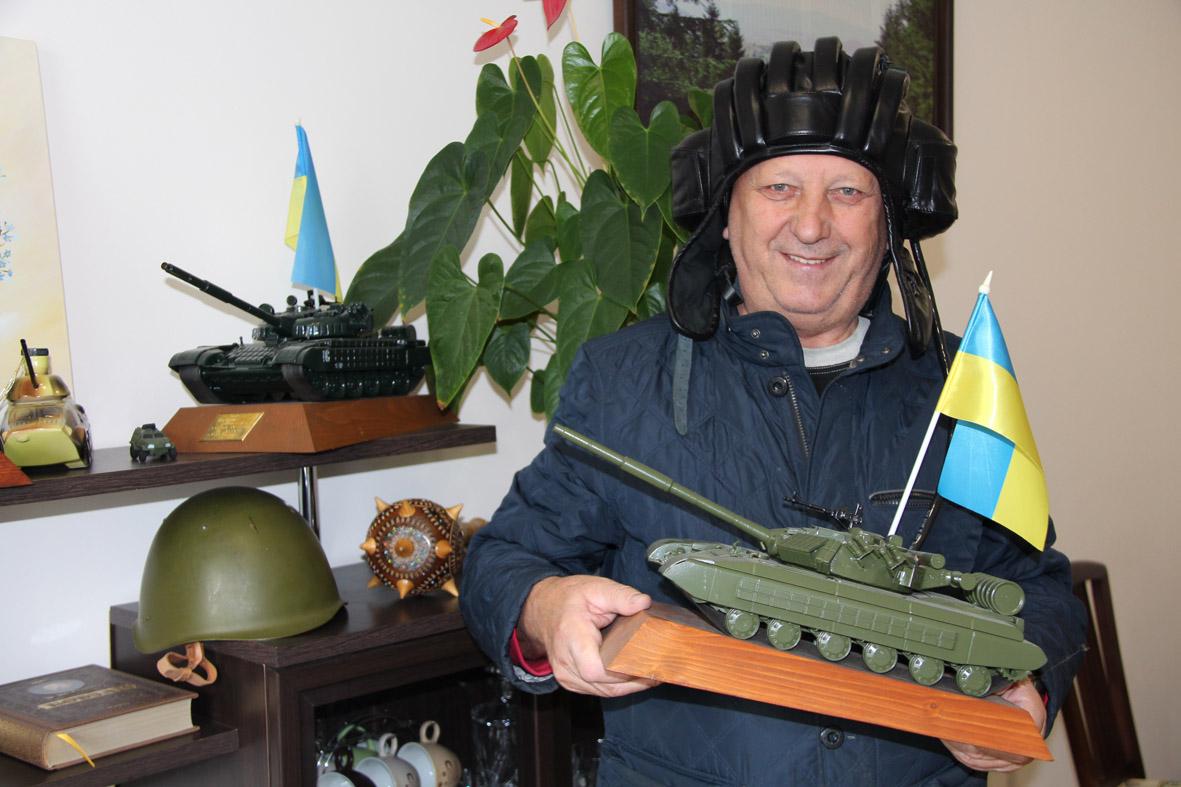 Як одна родина ремонтує всі приціли для українських танків