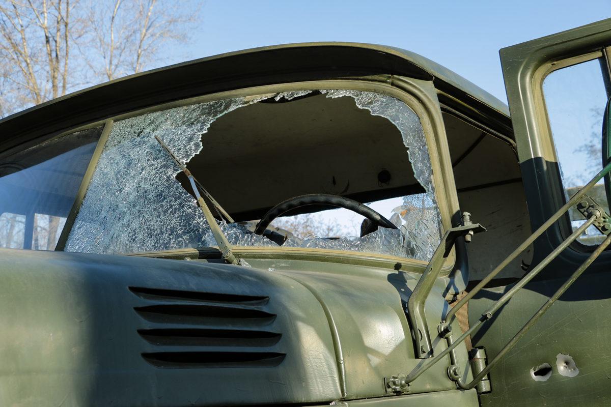На Донеччині противник атакував ракетою військовий автомобіль у мирному населеному пункті