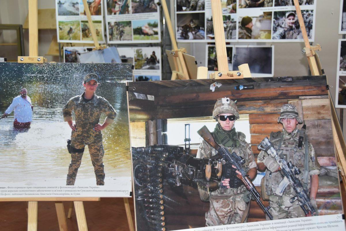 Про життя, війну і людину в погонах розповідає виставка військових світлин у Чернігові