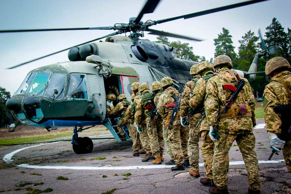 Резервісти ДШВ відпрацювали безпарашутне десантування та тактичні дії після приземлення