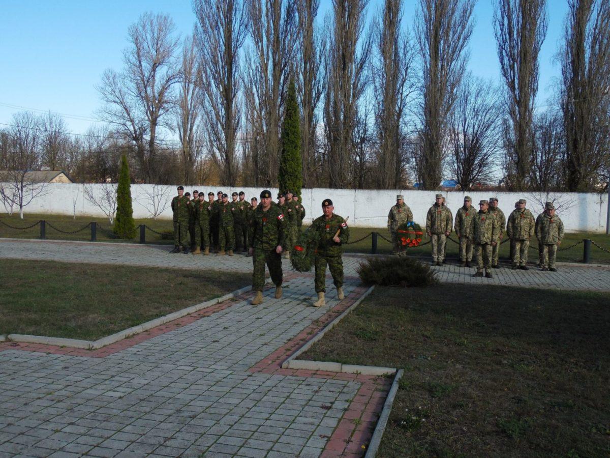 Військові ЗС України і Канади вшанували пам'ять загиблих