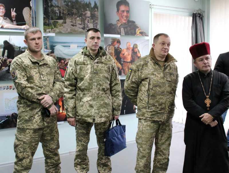 Фотовиставку про одну з найтрагічніших сторінок війни «Іловайськ-2014» відкрили у Краматорську