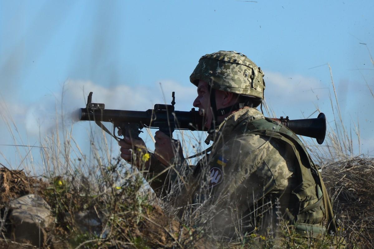 Як миколаївські десантники проводять заняття з бойовою стрільбою