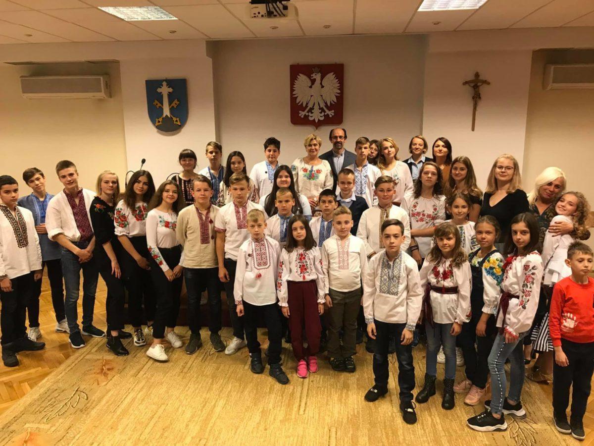 Діти героїв України вирушили до Польщі