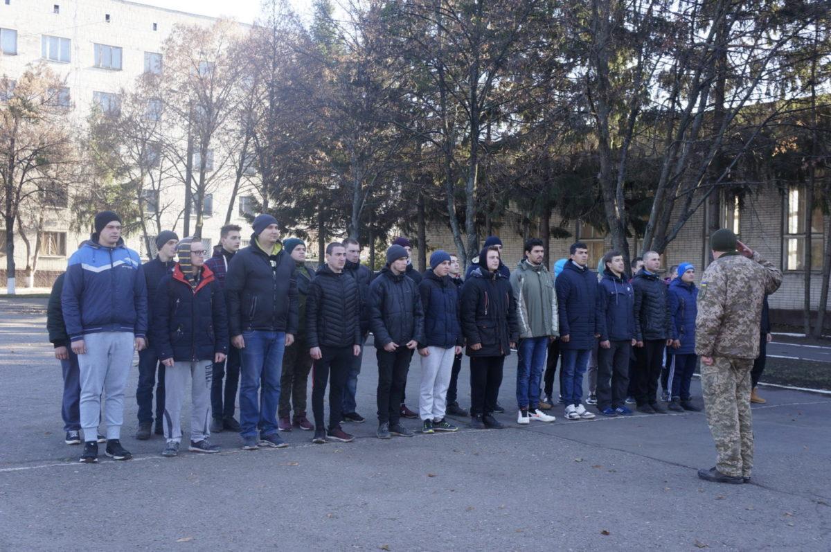 Понад 600 юнаків із Харківщині вже направили на строкову військову службу