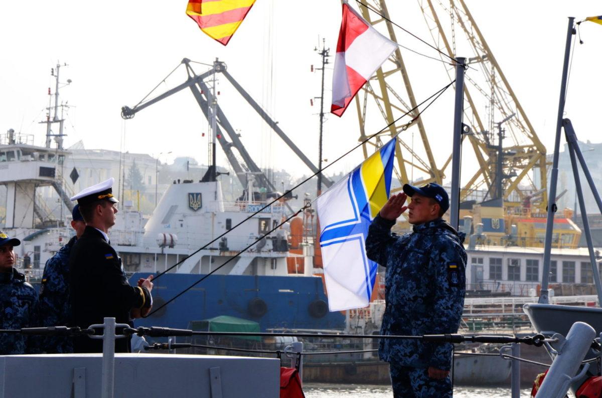 До складу ВМС ЗС України передали патрульні катери типу«Айленд»: «Старобільськ», «Слов'янськ», атакож пошуково-рятувальне судно «Олександр Охрименко»