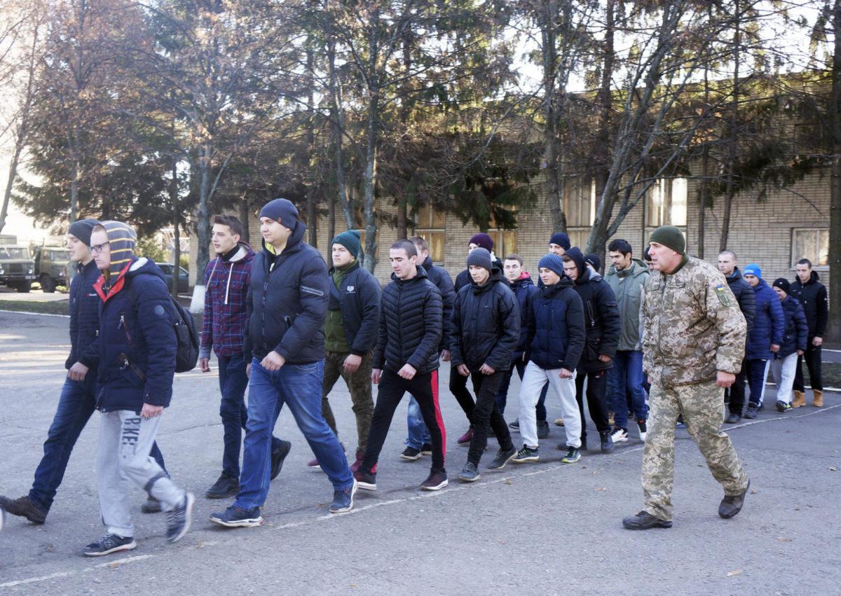 Близько 850 мешканців Харківщини вже стали солдатами-строковиками