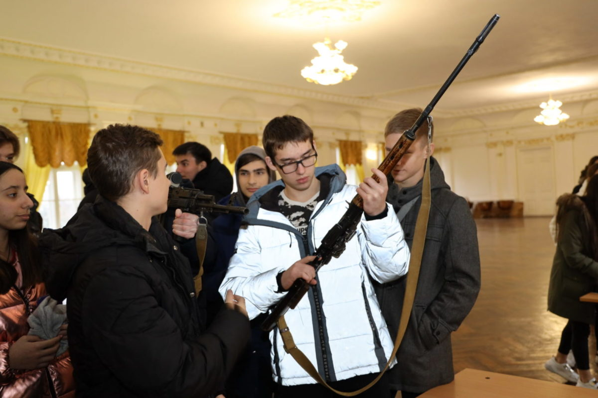 Одеським школярам і ліцеїстам показали, як виховують справжніх офіцерів
