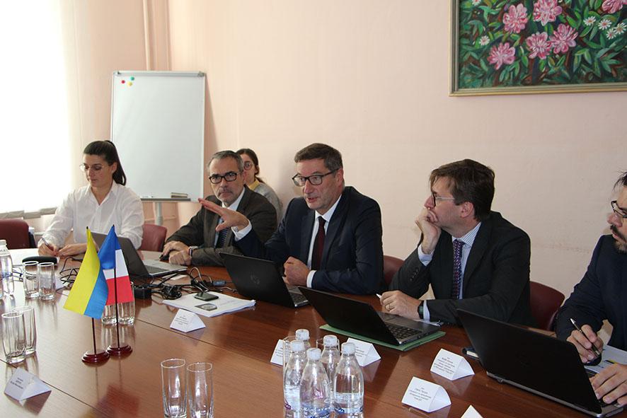 Французький виробник авіоніки представив власні розробки в Україні