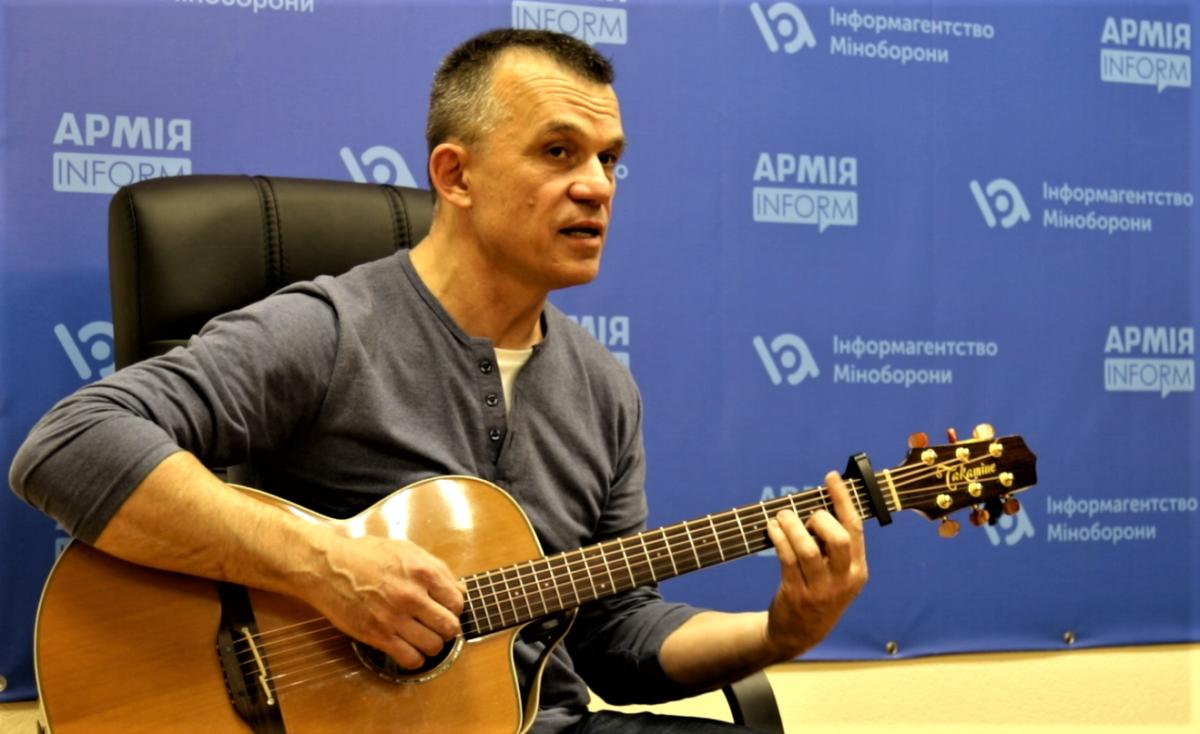 Співак В'ячеслав Купрієнко: «Російськомовний альбом моїх пісень застряг у горлі»