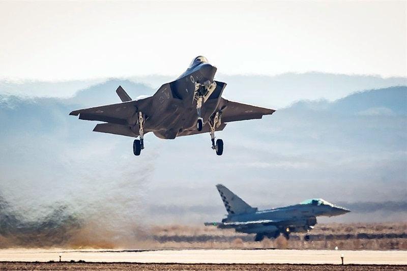 Ізраїльські винищувачі навчаються боротьбі з російськими ЗРК «Тріумф»