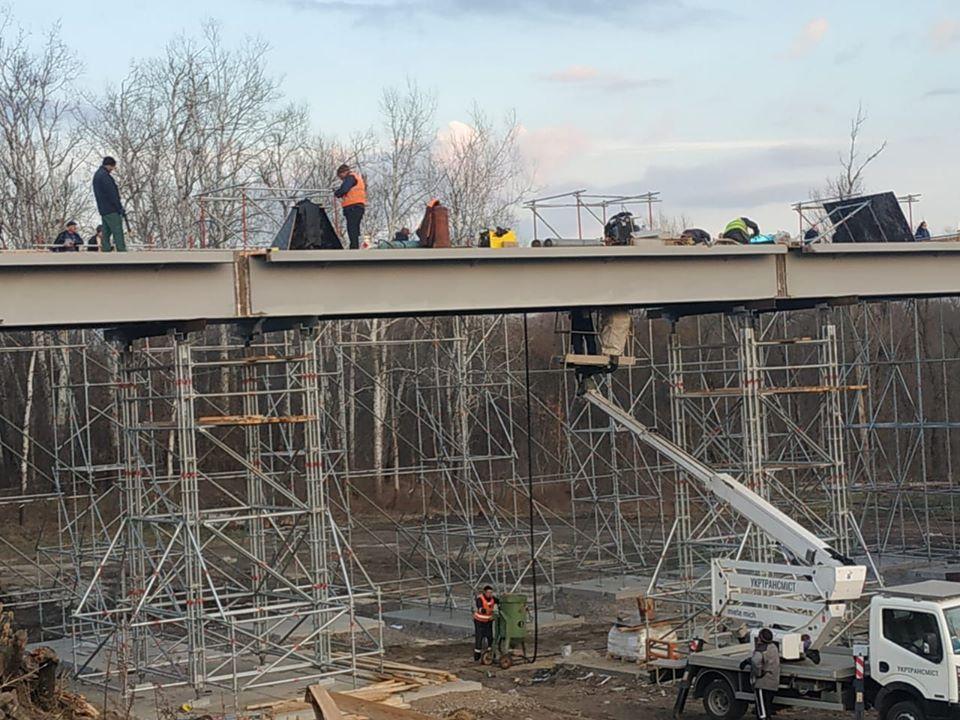 У Станиці Луганській завершено підготовчі роботи з відновлення зруйнованого мосту