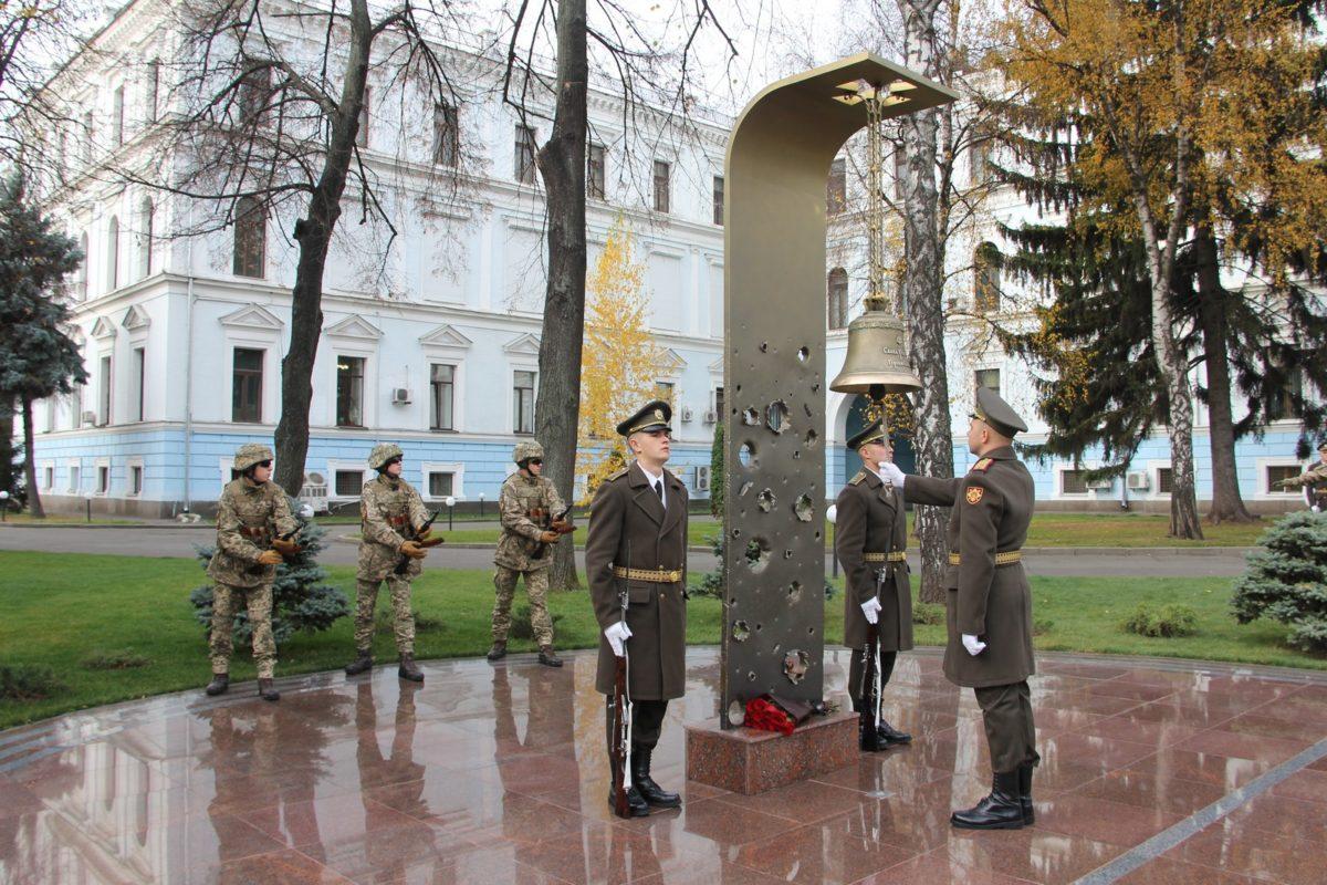 Відтепер у Залі Пам'яті Міноборони вшановуватимуть і загиблих добровольців