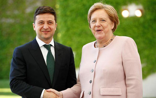 Зеленський обговорив з Меркель підготовку до «нормандської зустрічі»