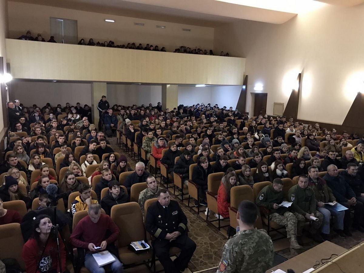 Старшокласникам Полтавщини допомагають вибрати військову професію