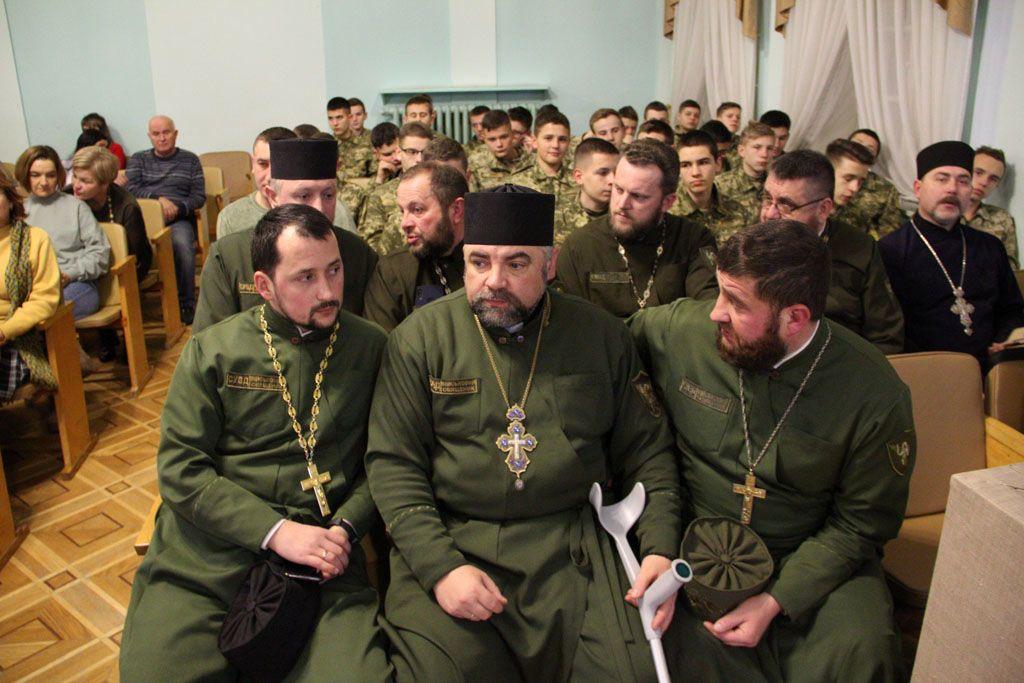 «Капелани на службі Богу і Україні». Книга про тих, хто рятує душі людей