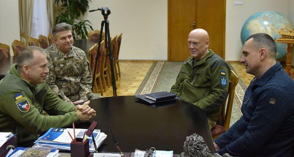 Олег Сенцов на зустрічі з Командувачем СВ ЗСУ заявив про наміри служити в теробороні