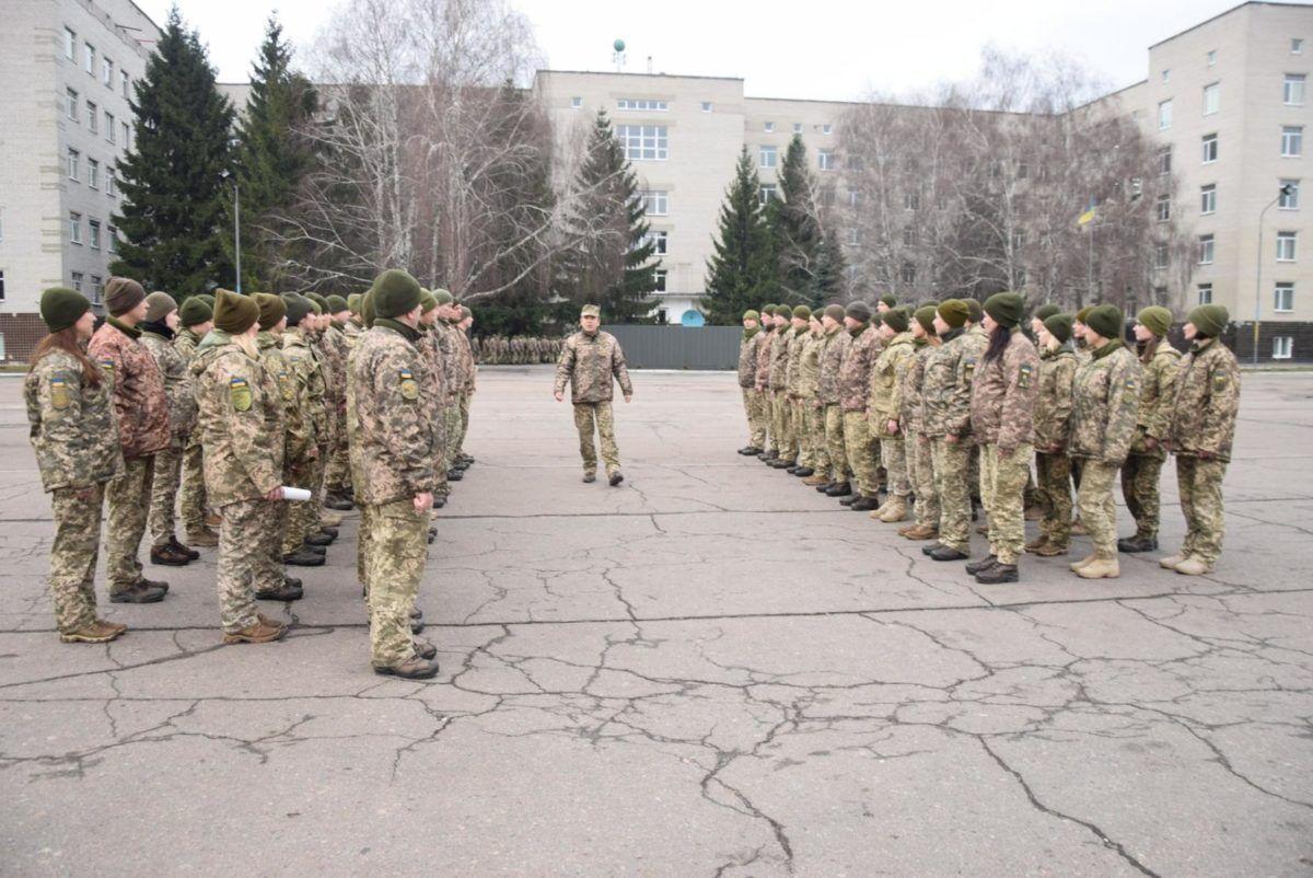 Серед випускників курсів сержантів базового рівня майже половина – жінки