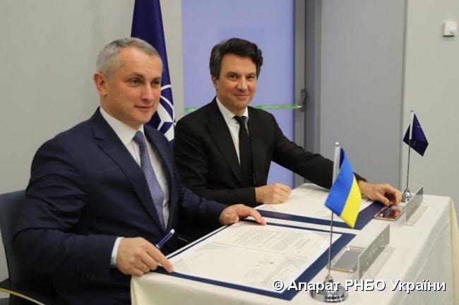 Україна підписала оновлену редакцію Дорожньої карти Україна-НАТО з оборонно-технічного співробітництва