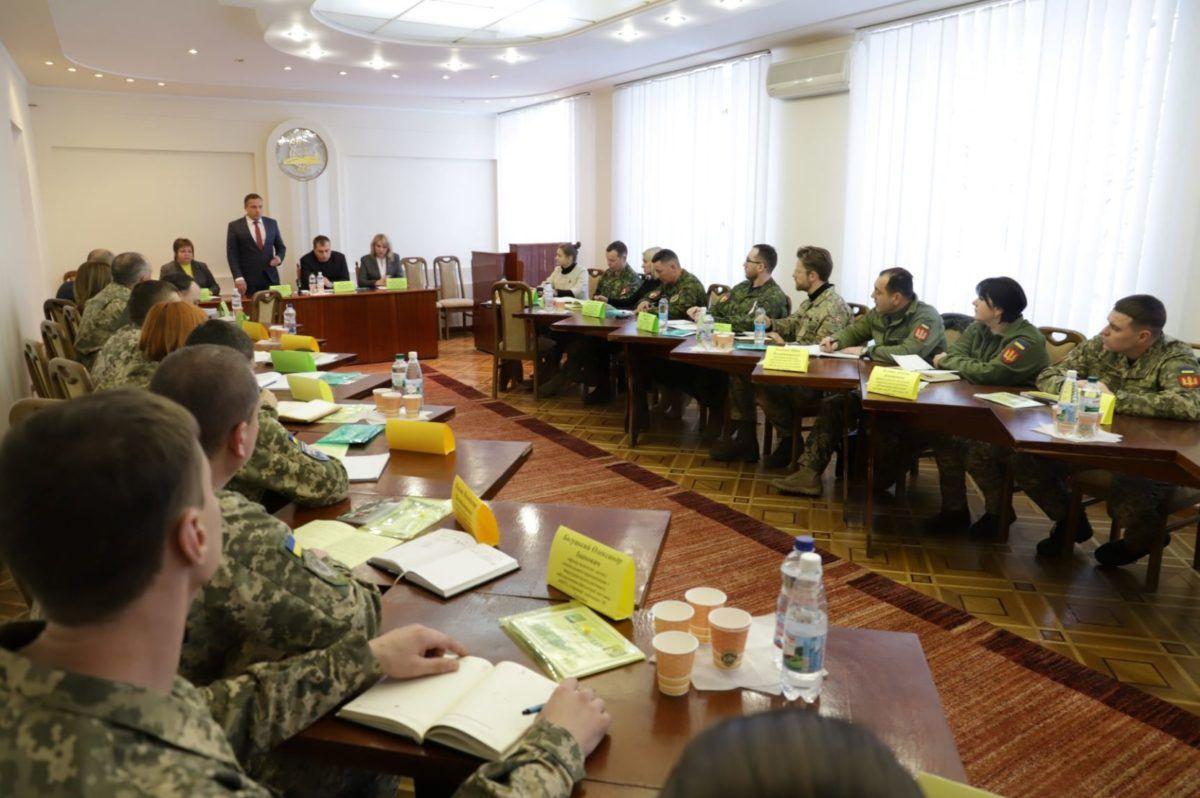У Хмельницькому обговорили питання соціальної реабілітації учасників бойових дій