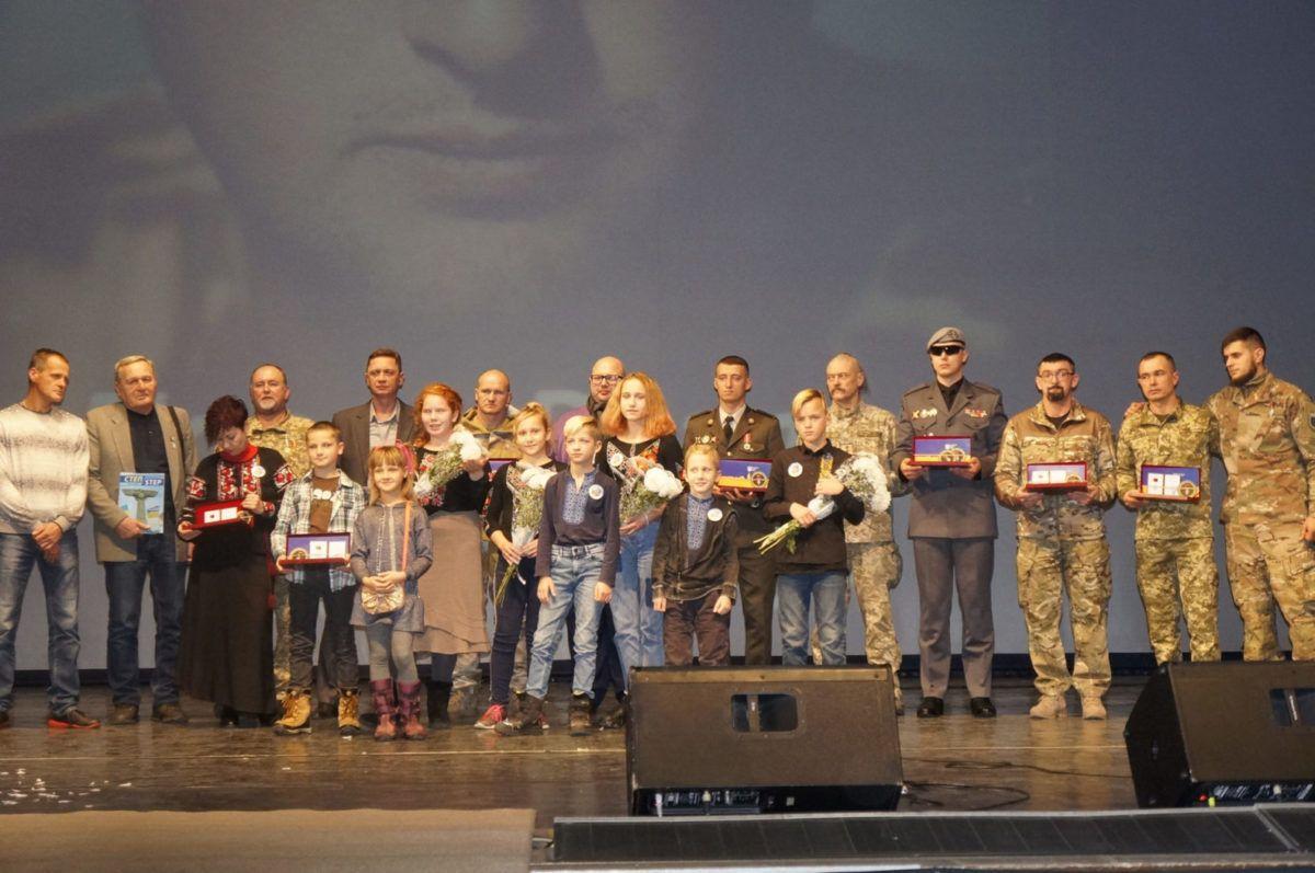 У Харкові нагороджено військових та волонтера орденом «Народний Герой України»