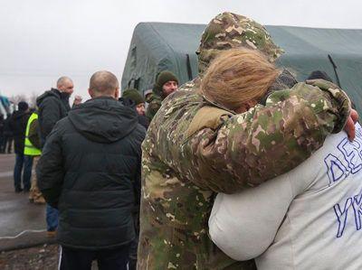 """Обмін полоненими на КПВВ """"Майорське"""" завершився: як він проходив та хто повернувся додому"""