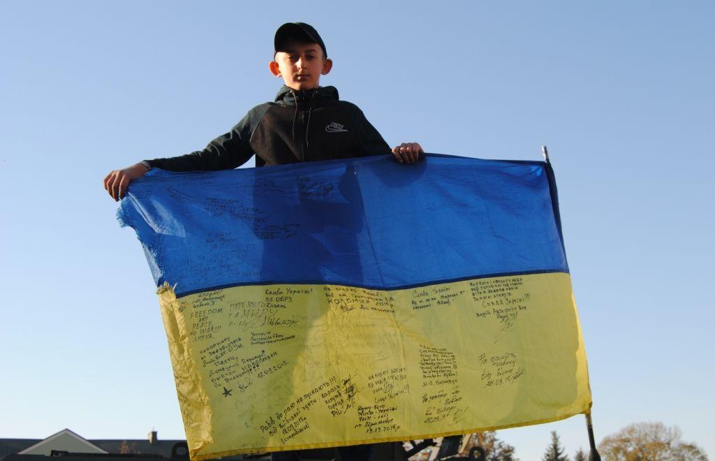 Рівненські школярі підготували сотні малюнків, листів та оберегів, щоб до свята Миколая передати їх на схід для захисників України