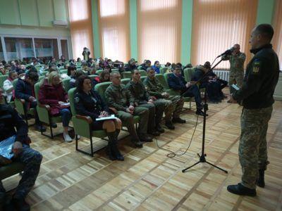 У Сумах офіцери ЗС України розповіли школярам про військову службу