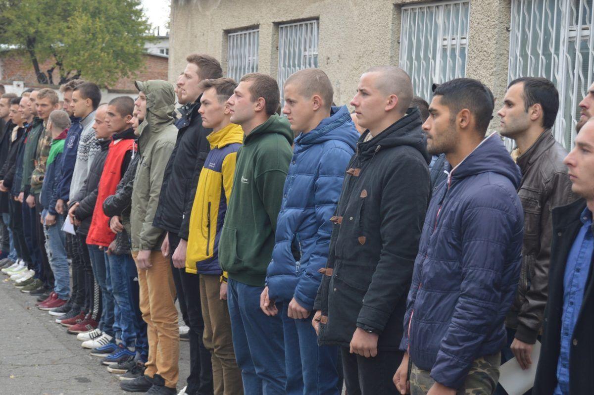 На Тернопільщині завершено призовну кампанію: понад 450 рекрутів одягли однострої