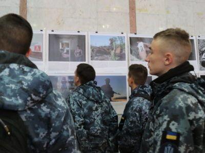 В Одесі відкрилася фотовиставка за участю АрміяInform «Одна війна – одна нація – два погляди»