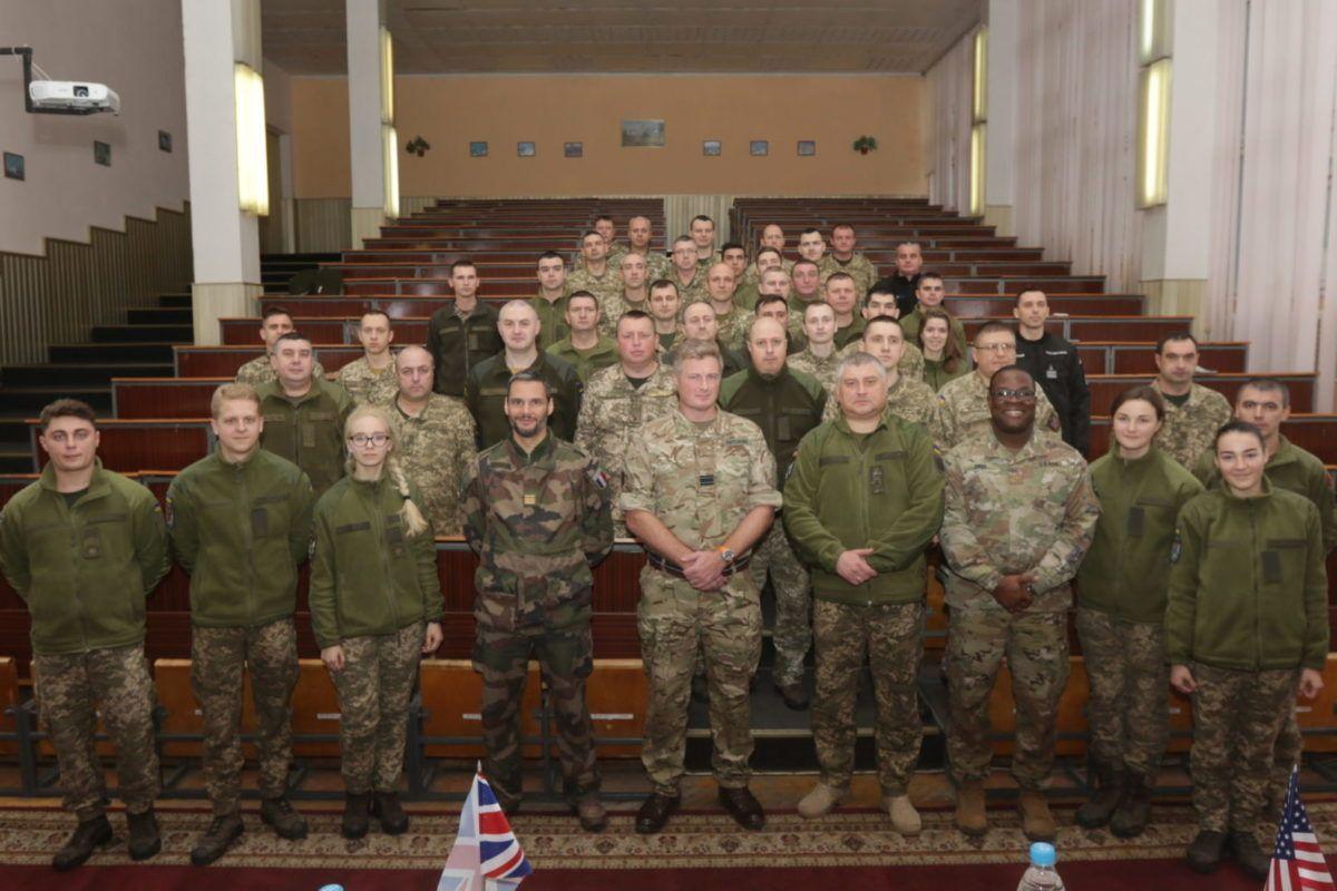 Військові зв'язківці отримали сертифікати про закінчення курсів НАТО