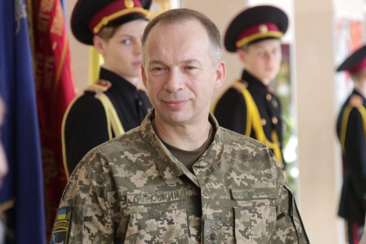Командувач Сухопутних військ генерал-лейтенант Олександр Сирський привітав київських кадетів зі святом Миколая