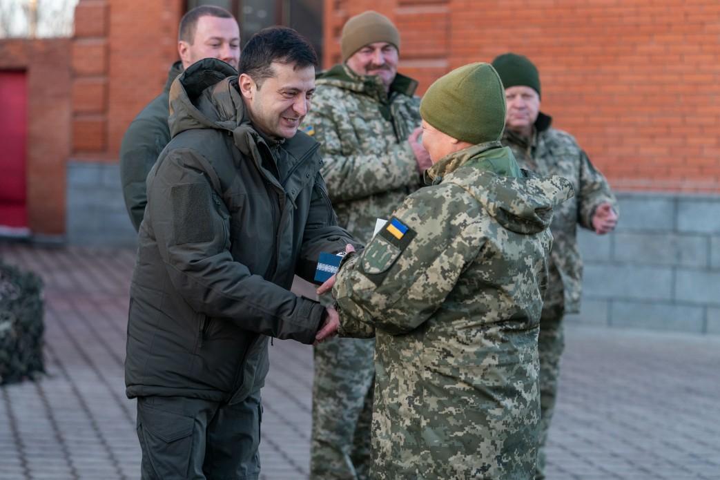 У День Збройних Сил Президент побував на передовій на Сході України