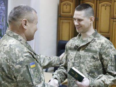 Звільнені з полону українські військові отримали поновлені особисті документи