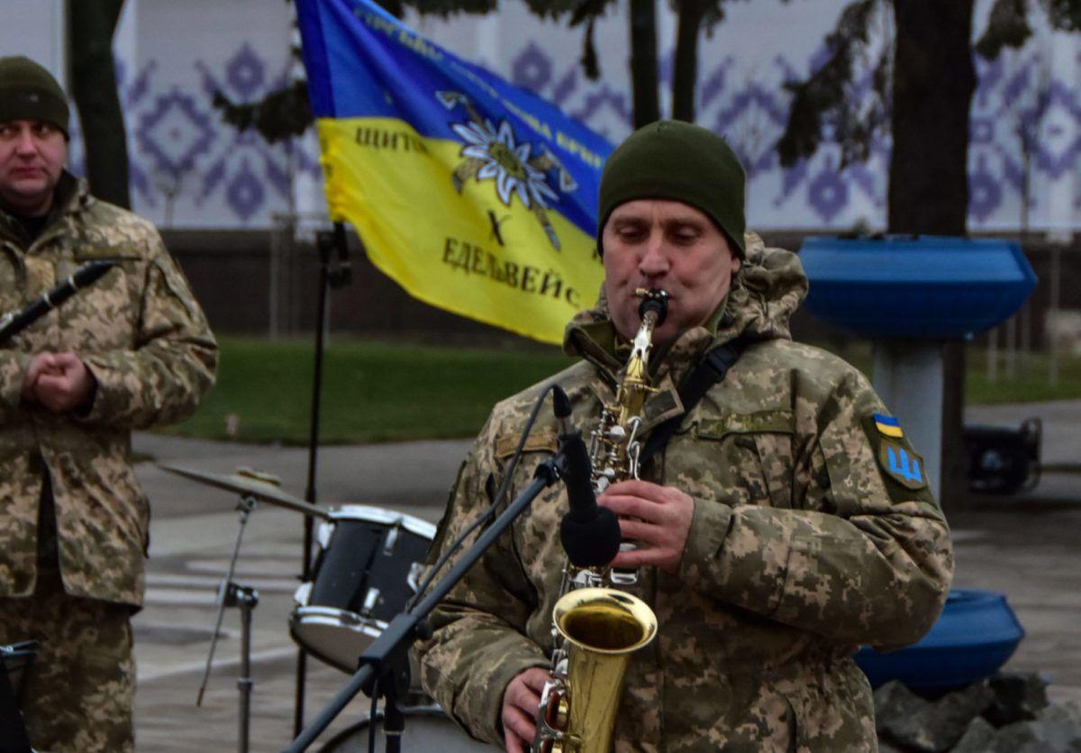 До Маріуполя завітав військовий оркестр «Едельвейс»