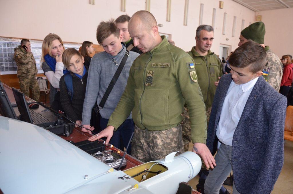 Розвідники показали студентам можливості безпілотної авіації