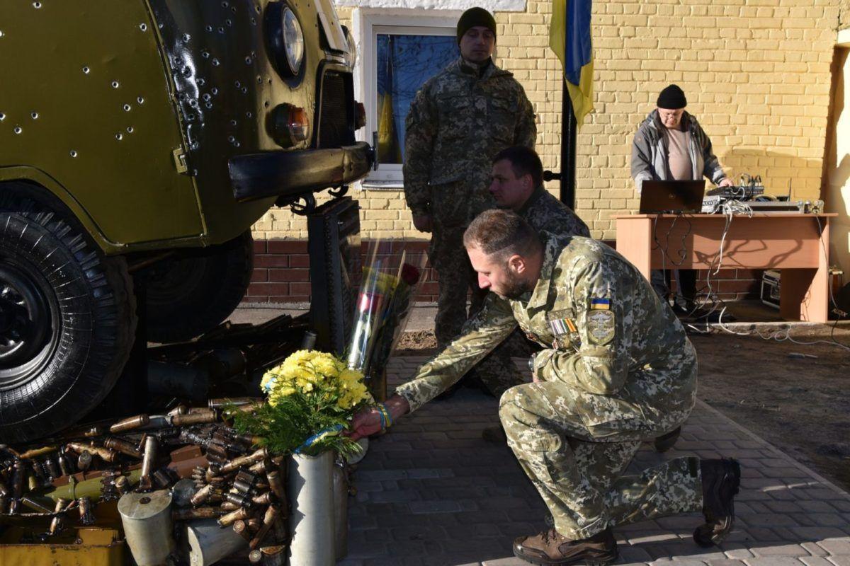 У Києві відкрили пам'ятний знак «Обличчя війни»