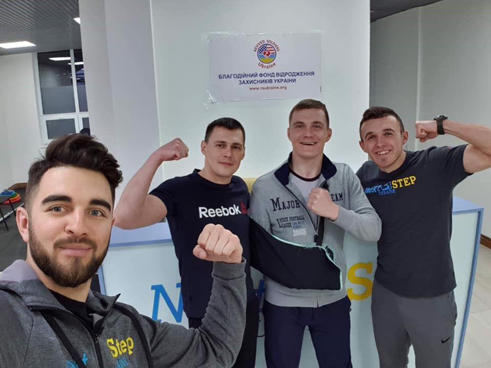 Після важкого поранення в голову Олександр Дударєв  уже два роки заново вчиться говорити і ходити