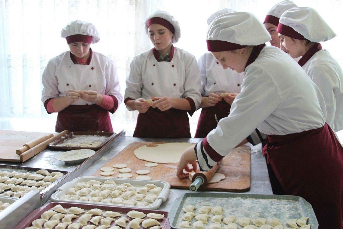 5 тисяч вареників передали нашим воїнам на Схід майбутні кулінари з Вінниці