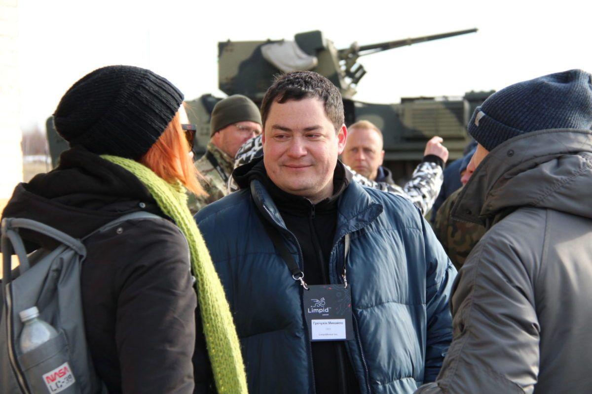Компанія, яку створив командир взводу, укладає контракти з арабами на зброю і є партнером НАТО