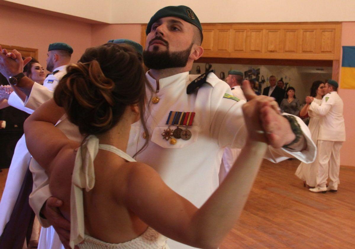 Як маріупольські морпіхи до бальних танців ставали
