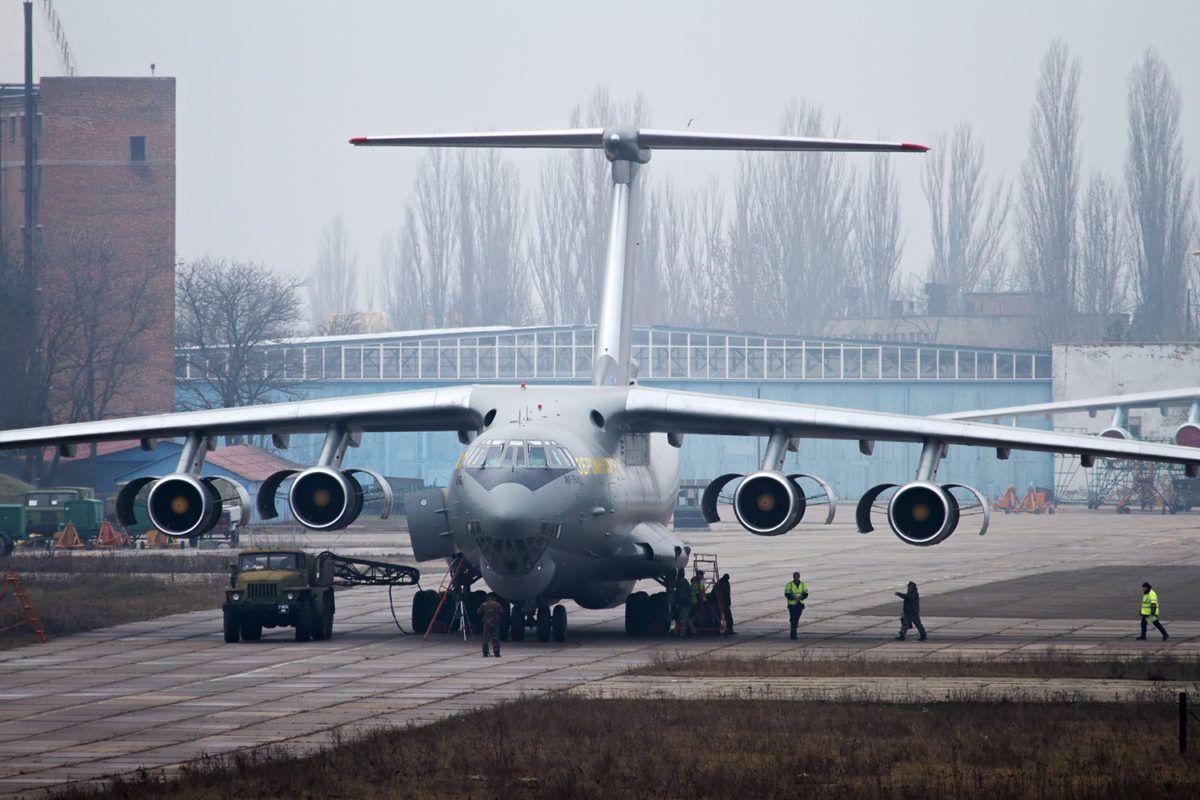 Військові транспортники дообладнують для польотів міжнародними трасами