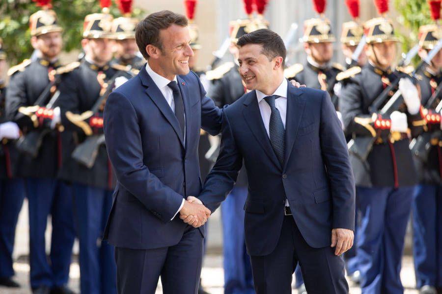 Президент України провів телефонну розмову з президентом Франції