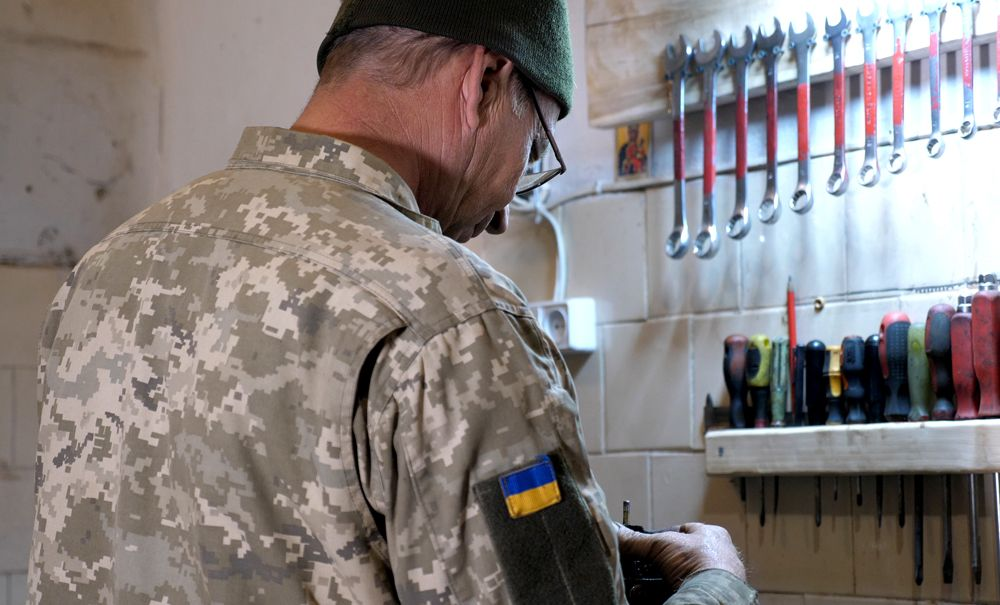 Як ремонтна рота «реанімує» військову техніку на передовій